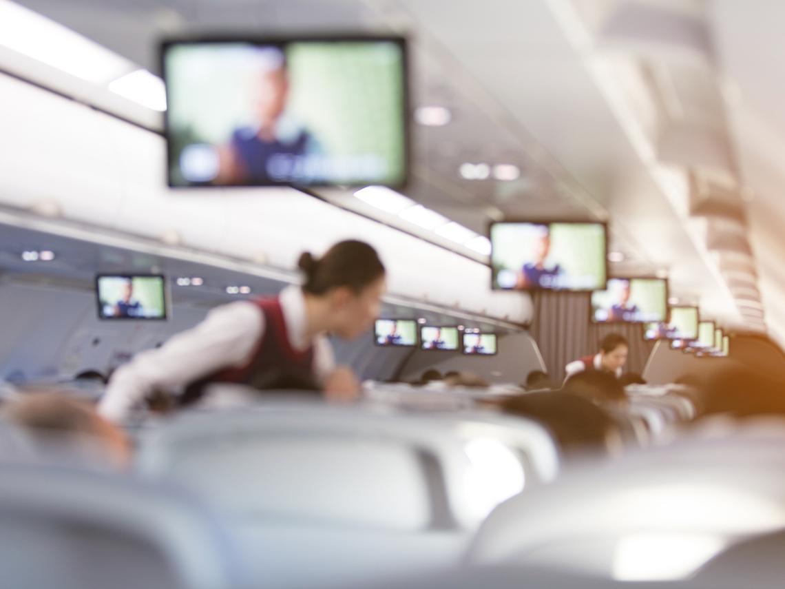 航空業4人染疫》長榮空姐恐懼告白:在機艙被病毒包圍...飛機消毒不像醫院高規格,坐墊從不換洗