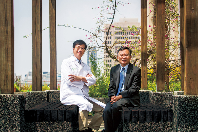 陳秀熙、邱瀚模用一根管子翻轉台灣癌症史