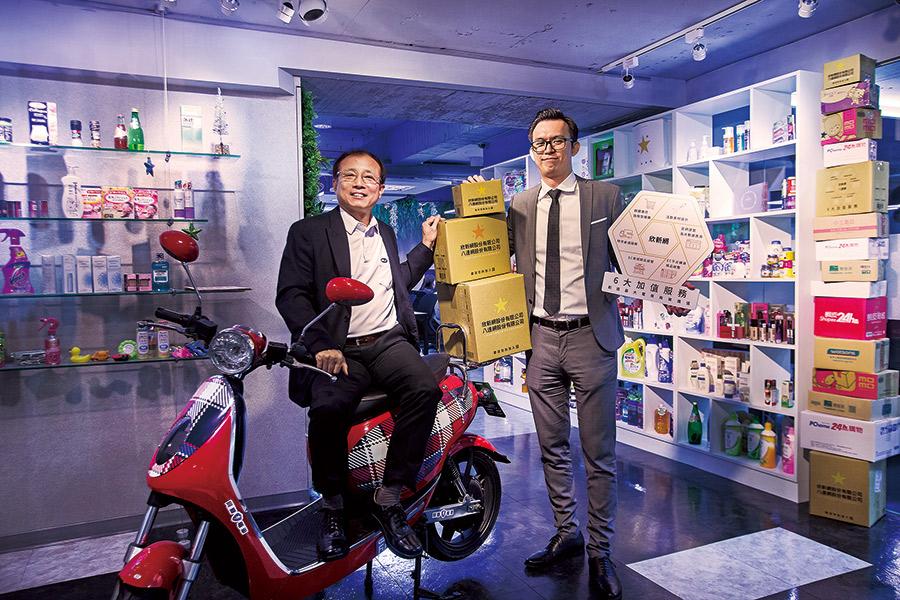 新竹物流營運長李正義(左)和欣新網總經理黃懷恩(右)