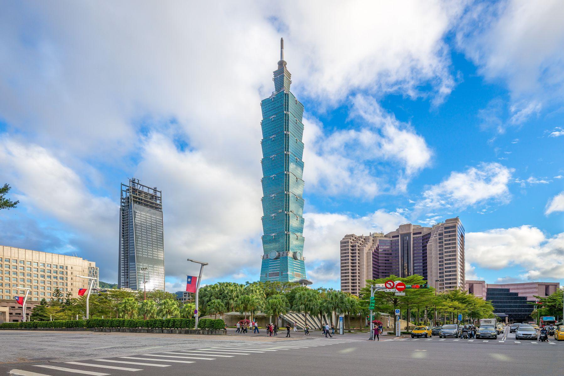 台北101導入熱食便當販賣機300個1小時賣光