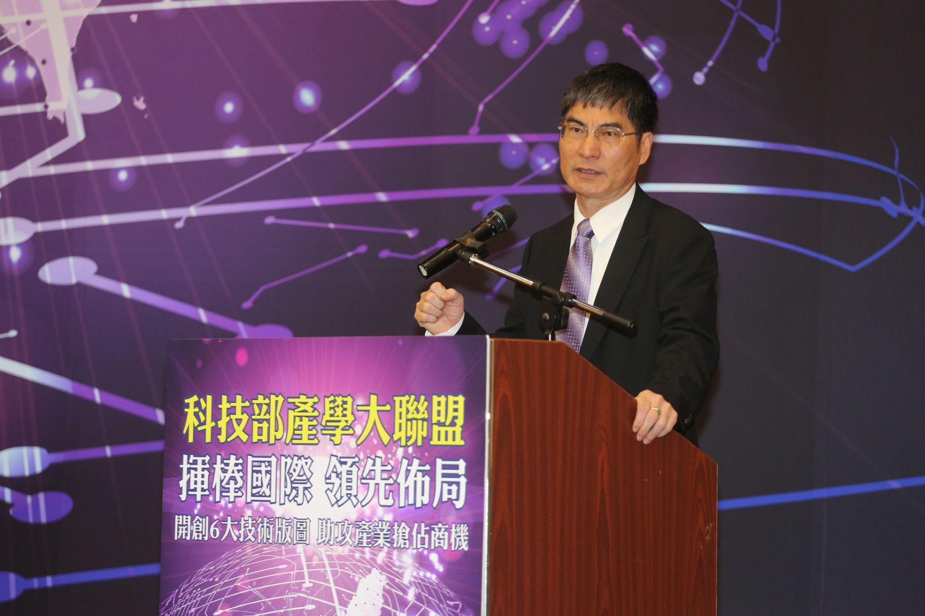 小國也能打大聯盟 科技部長陳良基:用產學合作打群架