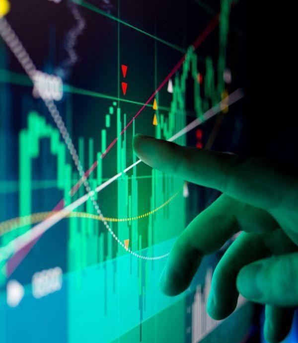 金融股投資術》台股哀鴻遍野 投信外資大力敲進 投資人該不該跟著買?