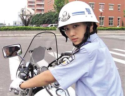 以「警花燕子」獲中國中央電視台 「數位電影百合獎優秀女演員獎」