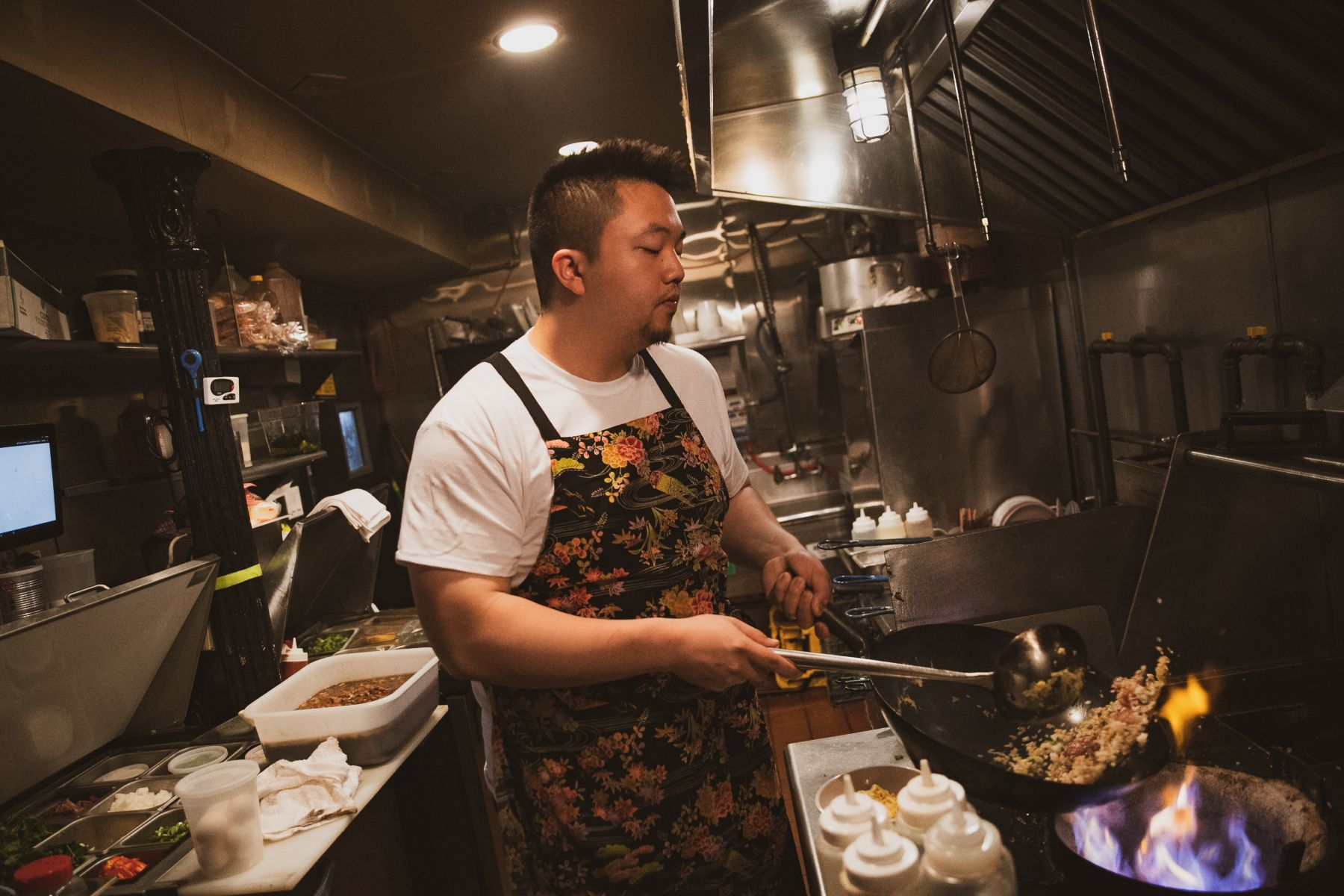 曼哈頓台菜餐廳886的老闆史官以台灣電話國碼886為店名