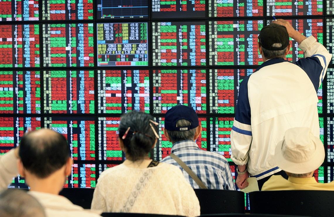 台股飆萬五、全民瘋炒股!全台2300萬人一半是股民,零股交易竟是「這世代」最熱