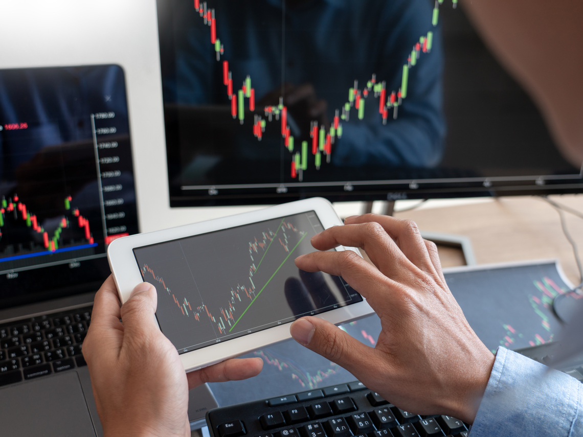 金融股還能不能存?專家:撐過「這時間」,報酬率不見得會輸電子股