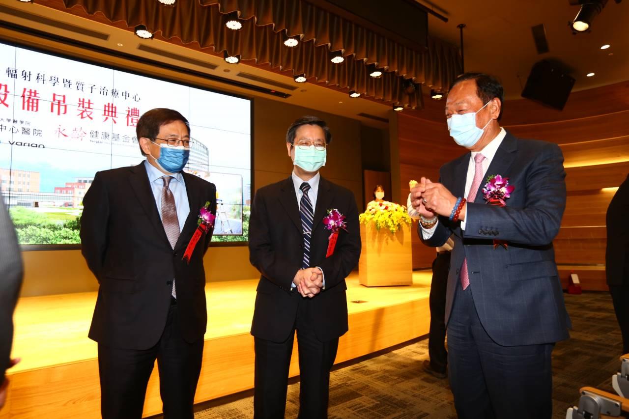 郭台銘這些年救了800位血癌病人! 他「這句話」讓臺大癌醫力撐十年,今終盼到「屠龍刀」就位