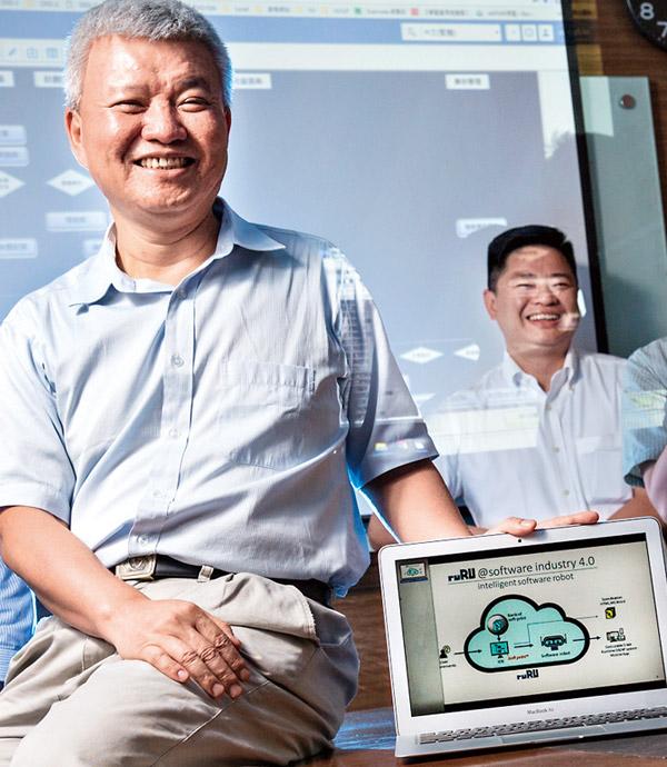 郭董給靈感  他燒4億讓機器人懂寫程式