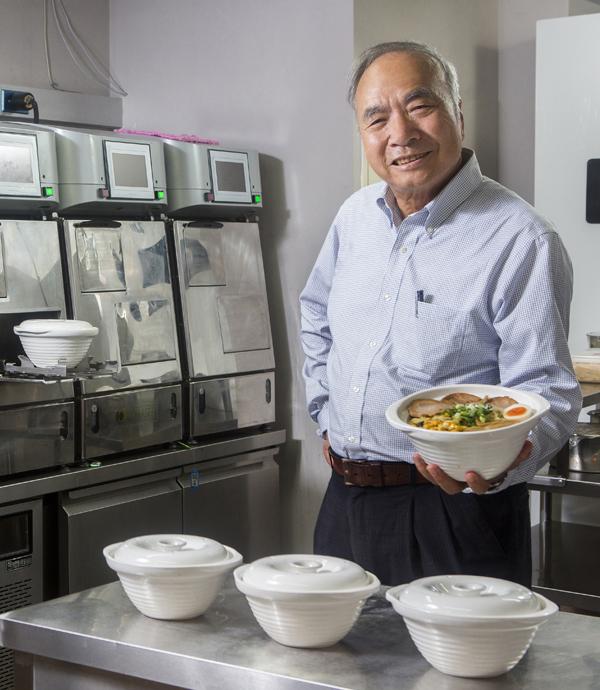 煮麵機器人一打三  60秒上菜衝翻桌率