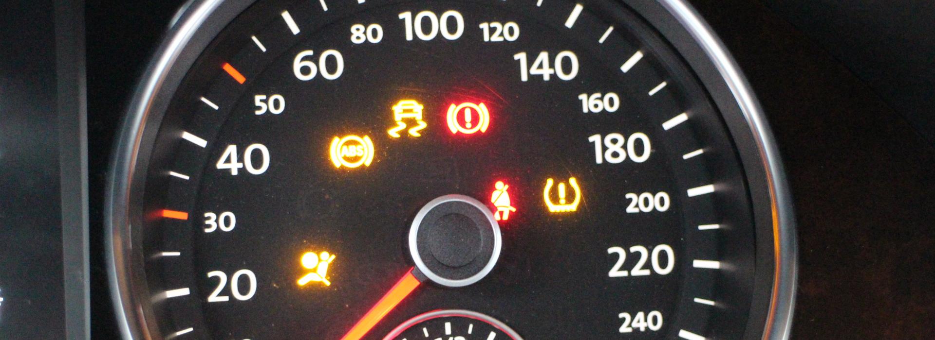水箱溫度急飆、煞車效果不佳、冷氣不冷有異味……—愛車出毛病 自行診斷停聽看