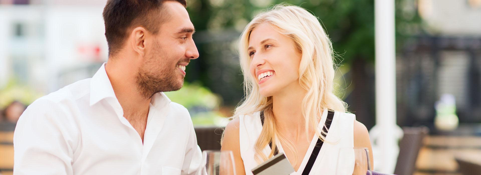 讓男生請客就是佔便宜?情侶約會時,是否該各付各的?