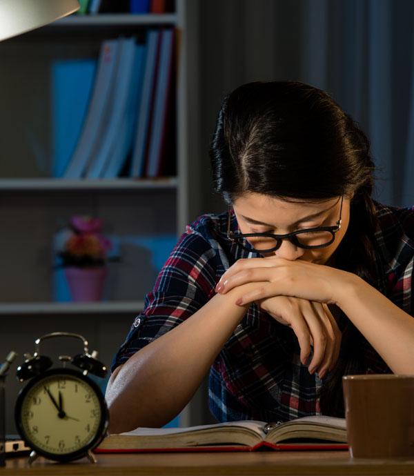 父母總說「別人行,為什麼就你不行?」一名理工碩士生的日記:我真的讀不下去了…