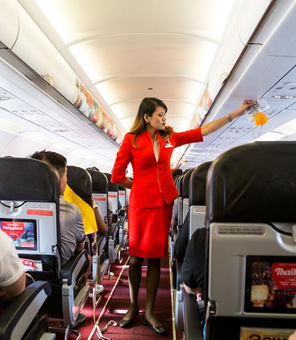 她外語強、長的美,多次考空姐都落榜,原因竟是回答「我喜歡旅行!」