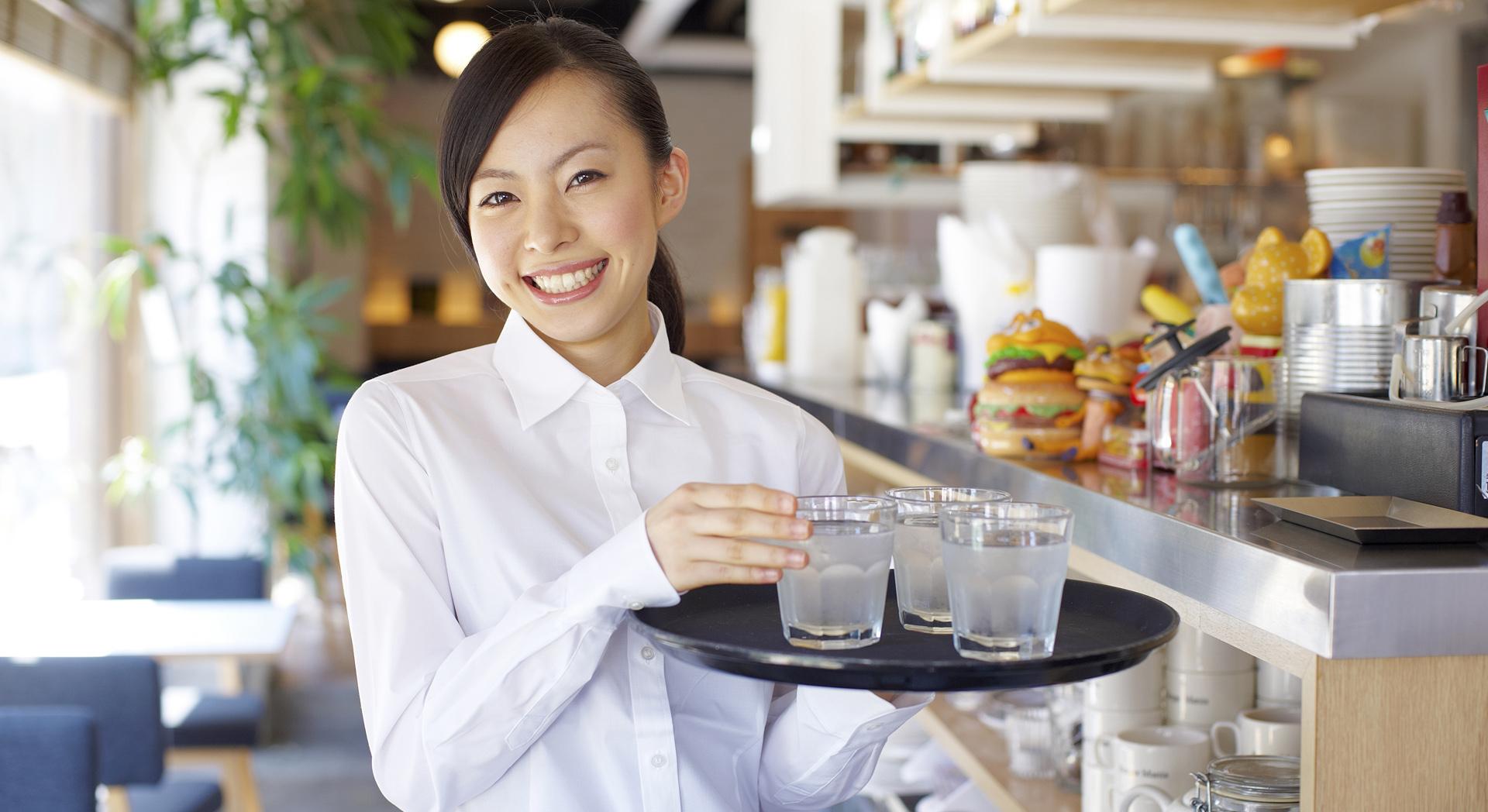 兩極化的日本服務