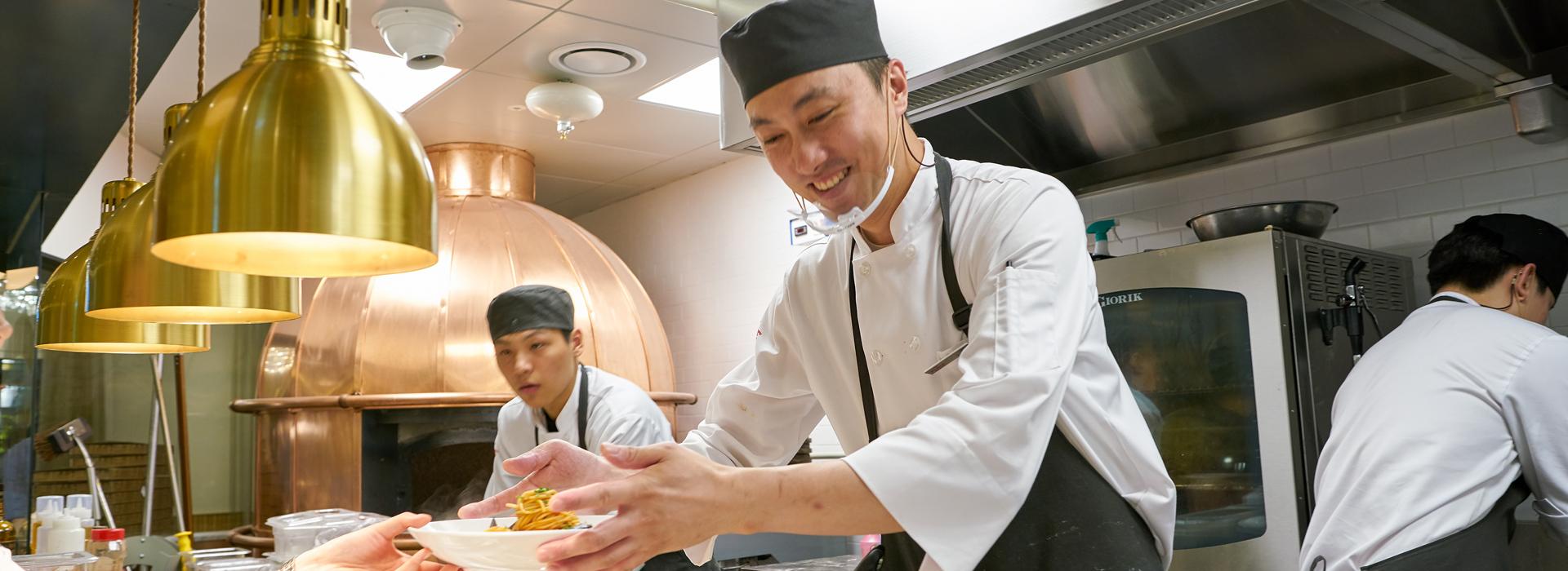 事業成功卻說「丟都來不及」,亞洲連鎖餐廳老闆給我的啟示...