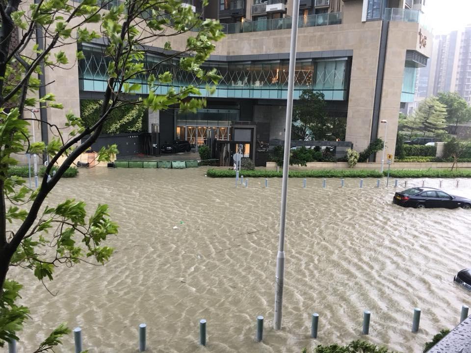 山竹颱風強襲!香港驚傳海水倒灌街道淹水、澳門關閉賭場