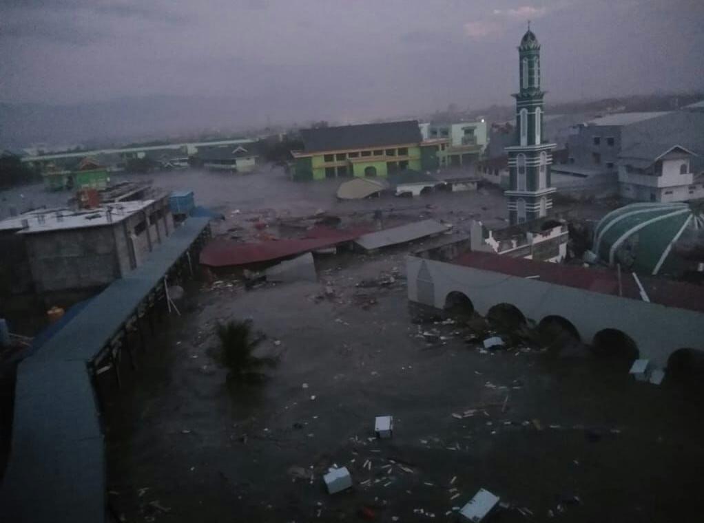 死亡人數上升至832人 空拍照揭印海嘯後滿目瘡痍