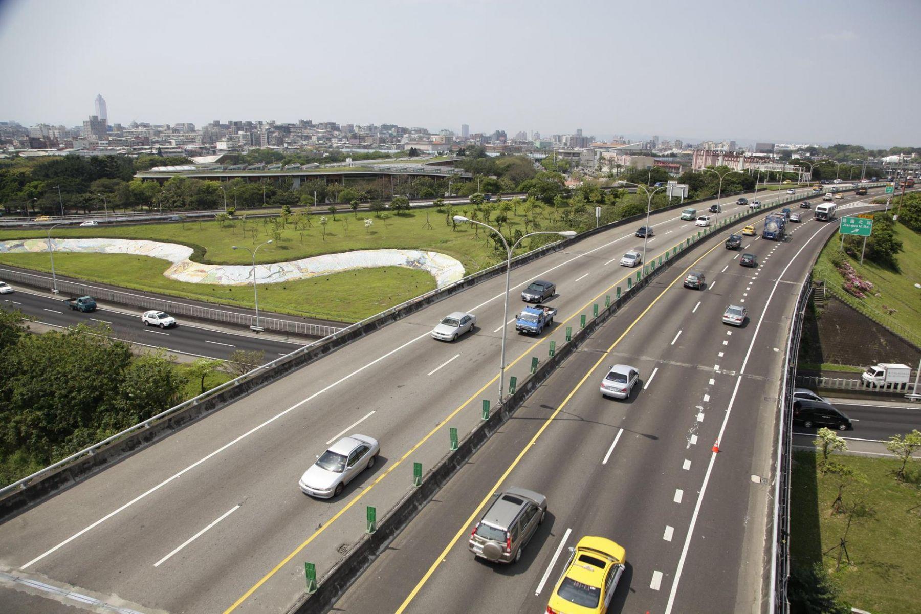 元旦國道全線暫停收費 首度延長至上午10點!