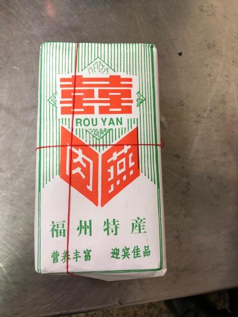 日前一台籍旅客從中國福建帶回的「燕皮」,檢驗後確認攜帶豬瘟病毒,且可能是「活病毒」。