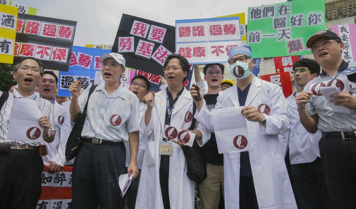【誰來照顧醫護之二】醫師納勞基法危及民眾性命?4大爭點一次看