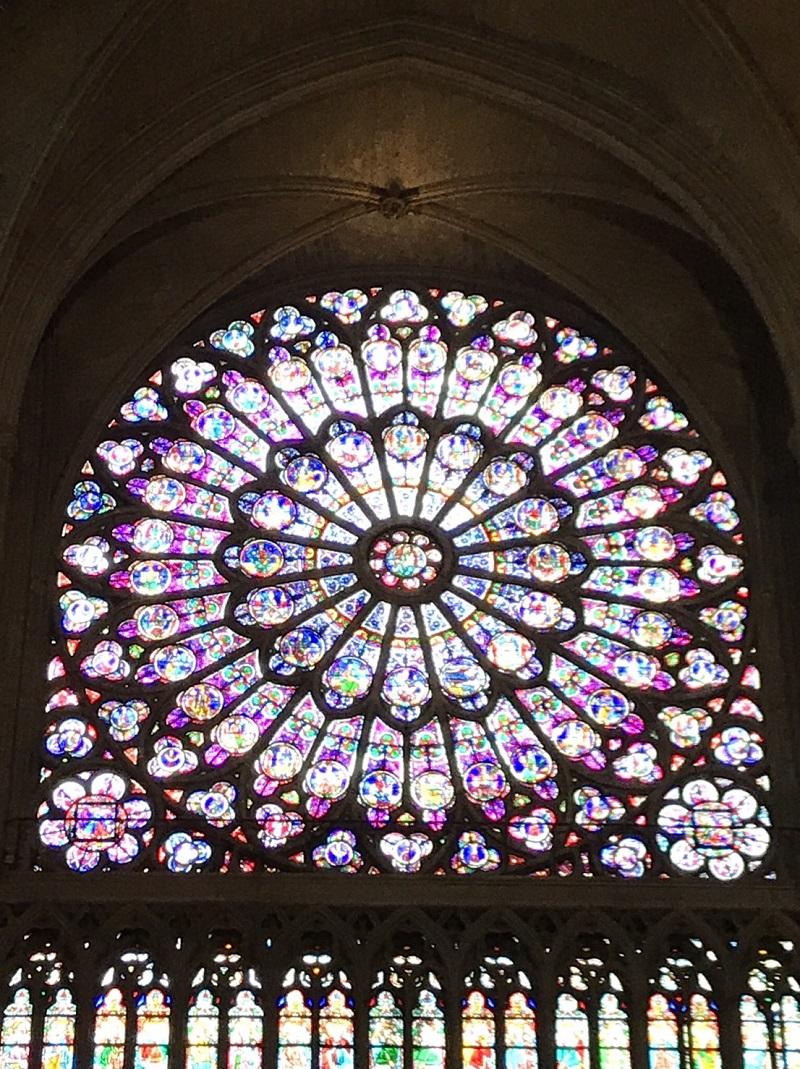 聖母院玫瑰花窗。圖/讀者提供