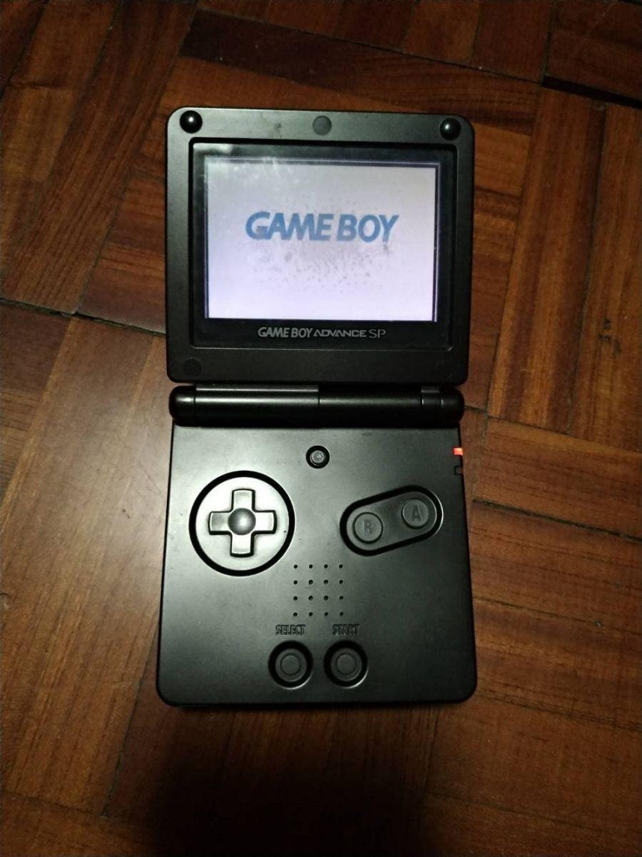 任天堂發行的掌上型遊戲機GameBoy。