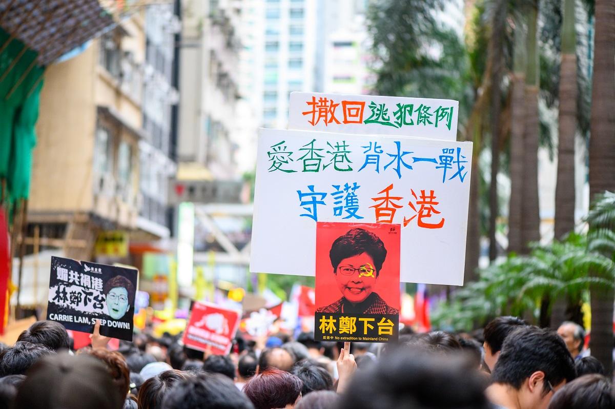 香港反送中/港人穿黑衣遊行 訴求港府撤回惡法、林鄭月娥下台