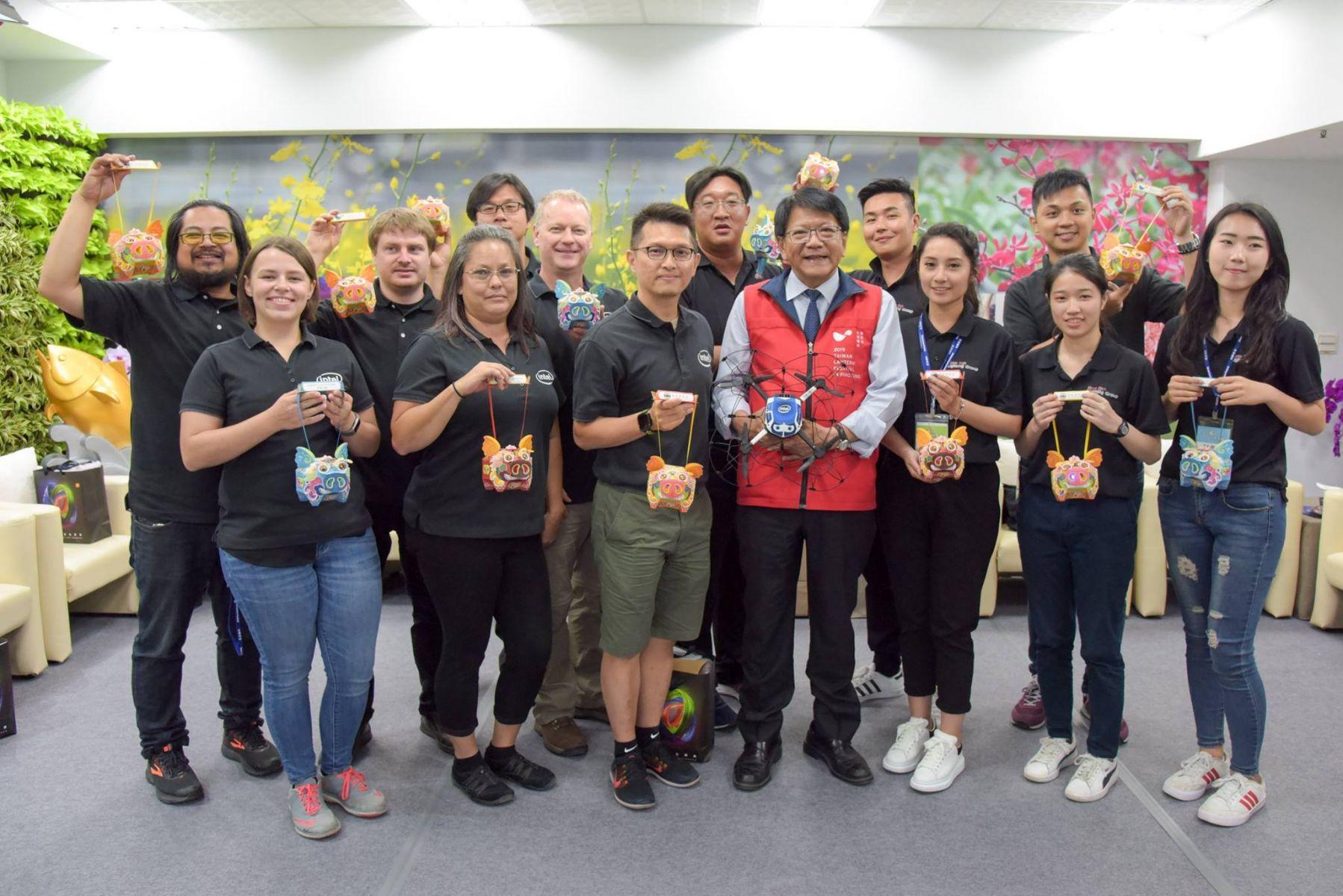 潘孟安感謝intel無人機燈光秀團隊帶來精采演出。