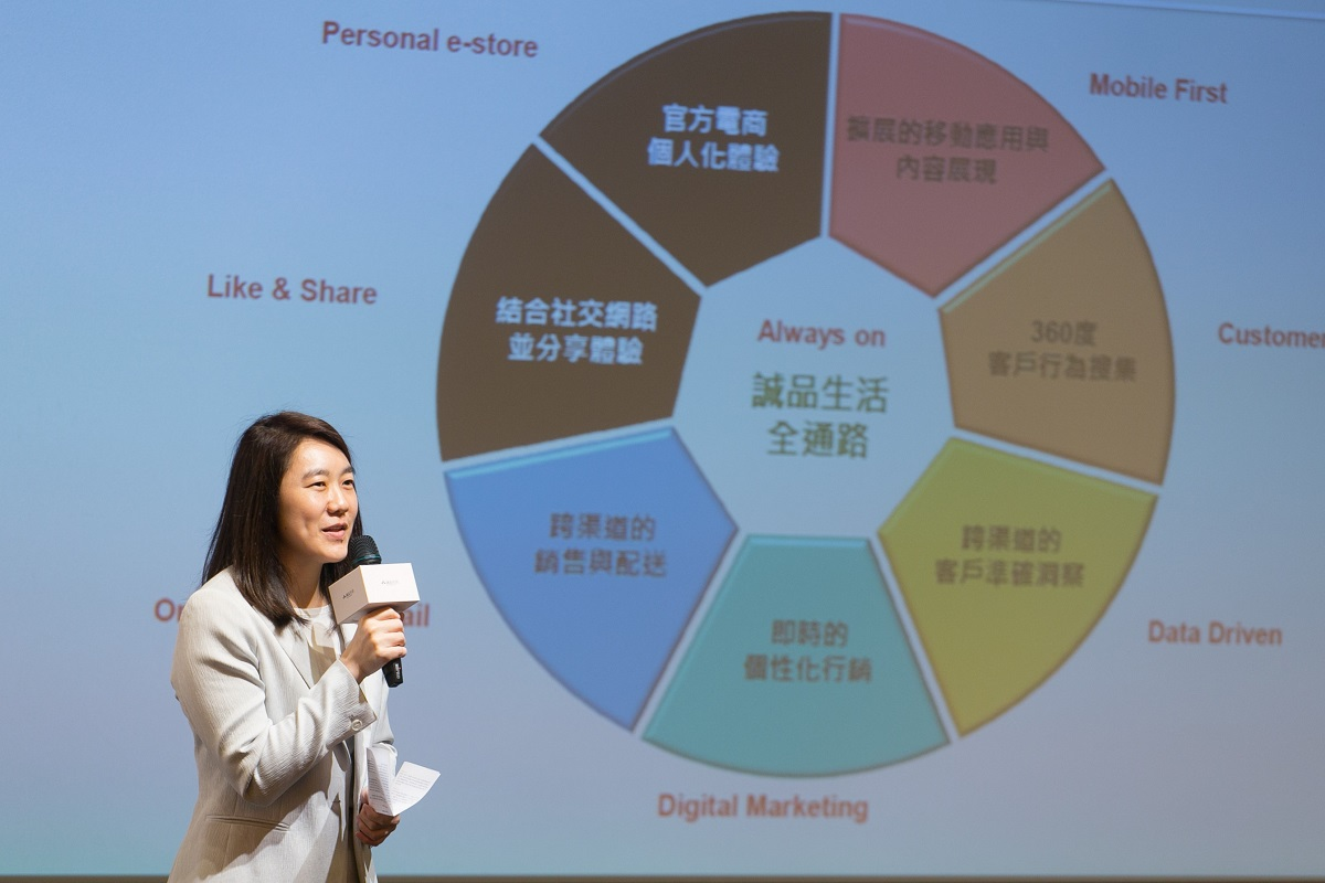 誠品生活董事長吳旻潔談論全通路的策略。圖/攝影:蕭芃凱。