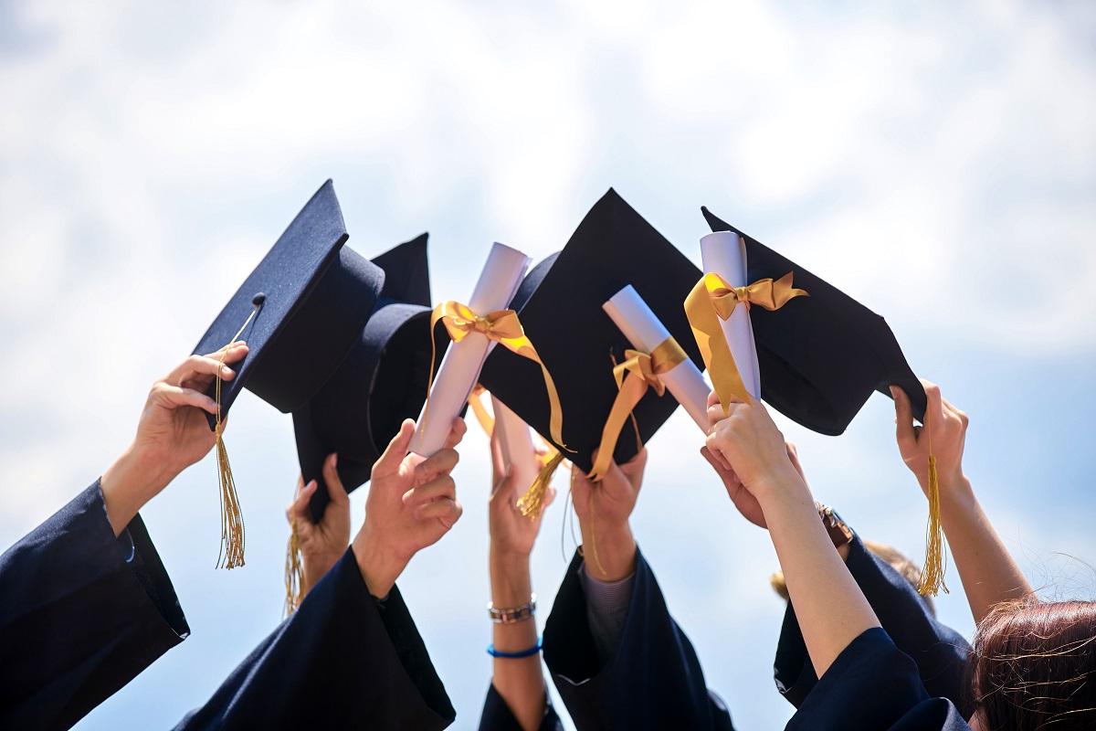 畢業季找工作,新鮮人起薪創新高!大學畢業29K、碩士32.5K - 今周刊