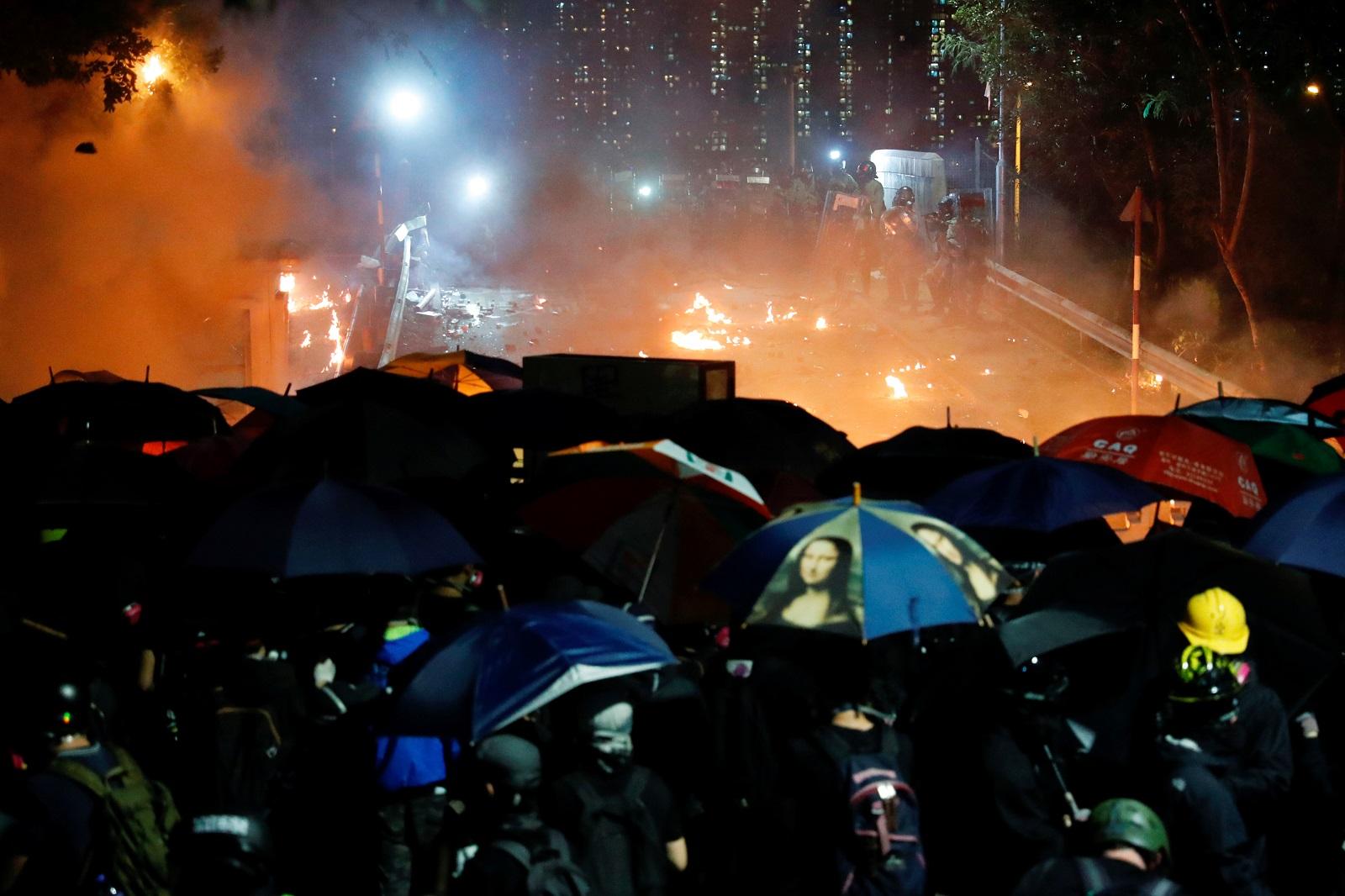 香港水警傳協助撤離在中大就讀中國學生 全港學校明停課
