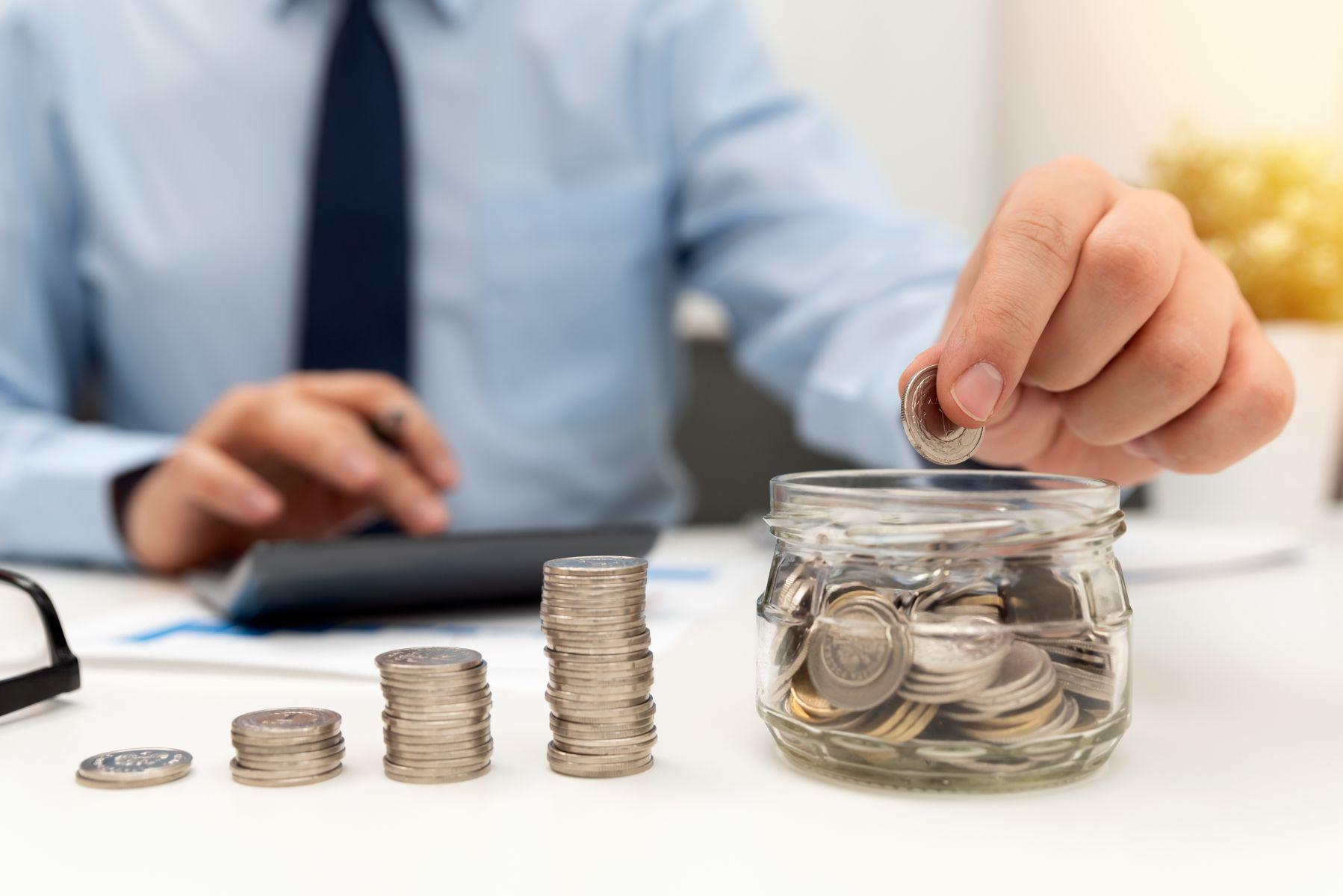 儲蓄險漲價前卡位》儲蓄險、定存哪個好?投保要考慮3件事