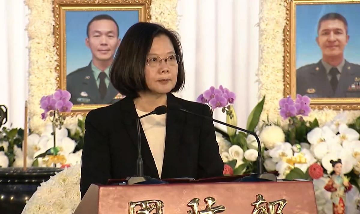 蔡英文出席黑鷹聯合公奠儀式 宣布3項國軍加給方案「國家永遠感謝也懷念你們」