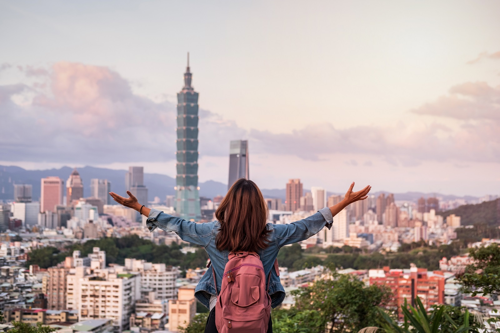 體驗原民生活、媽祖遶境、帶媽媽吃熱炒…這4位外籍YouTuber比你還懂台灣!