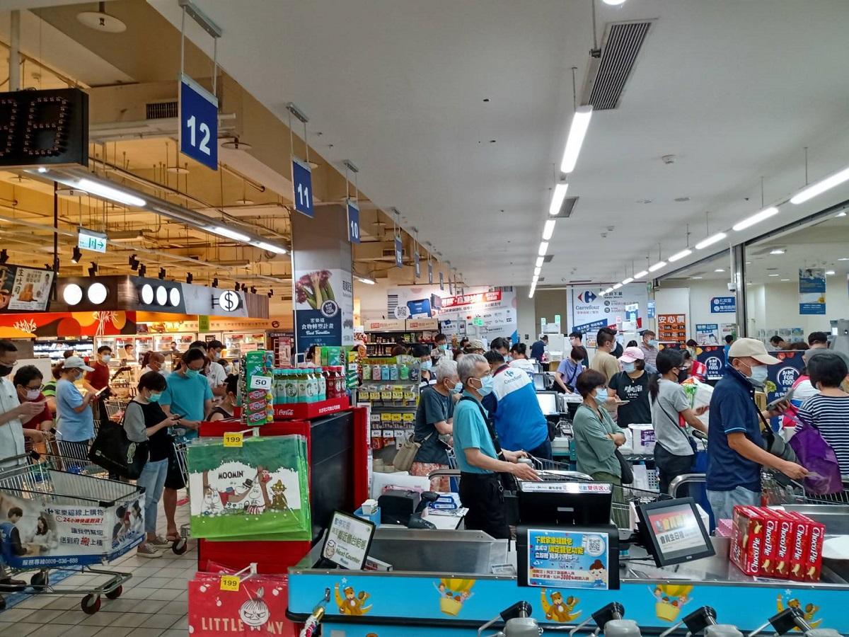雙北三級警戒》家樂福、好市多各大賣場祭「限購令」 經濟部籲:物資充足適量買