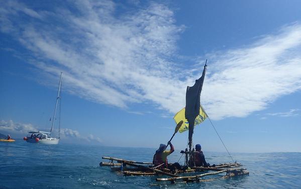 活就要精彩!9位不老水手自造竹筏 勇渡太平洋
