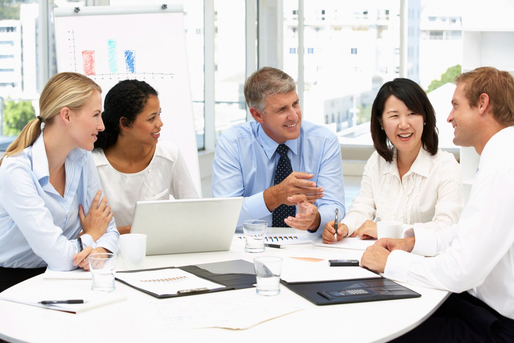 如何吸引數位人才?近9成台灣老闆竟提「改變服裝規定」