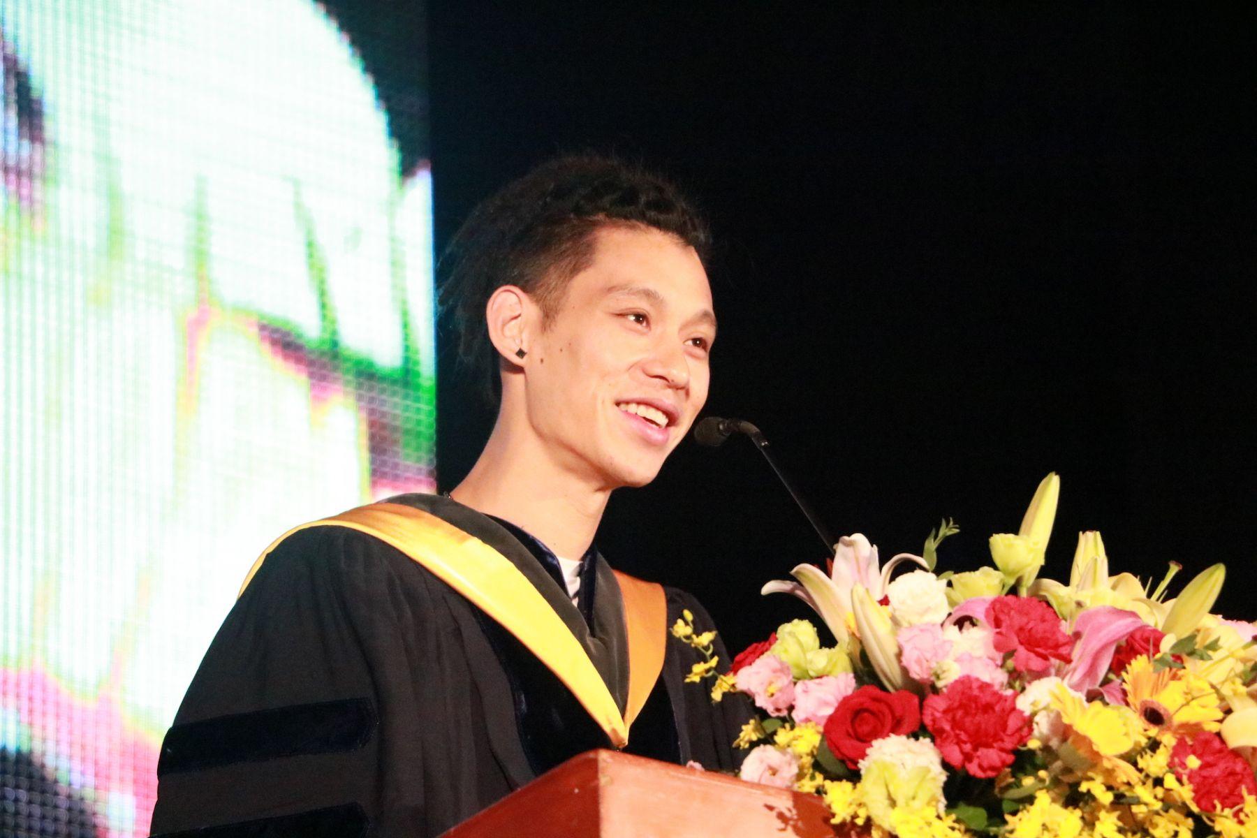 政大畢業典禮演講 林書豪:尋常使你平庸,癲狂讓你偉大