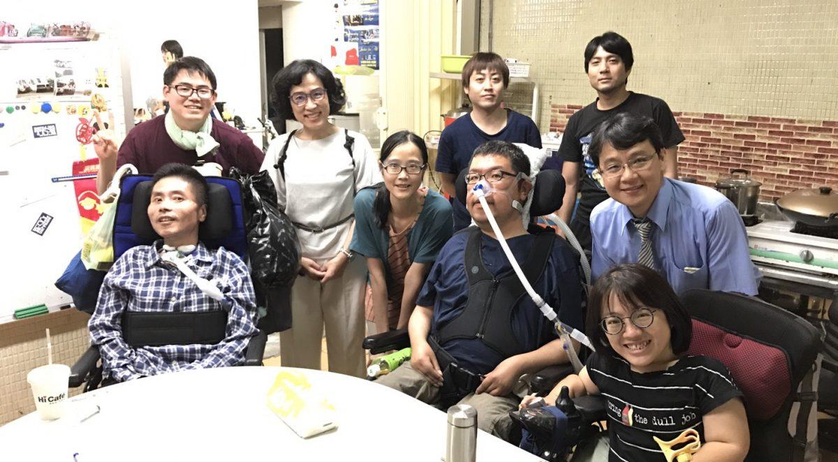 「使用呼吸器不代表人生結束」 肌肉萎縮的他出國15次
