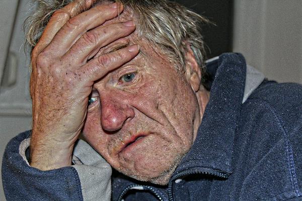 為什麼失智老人會拿大便抹牆壁?