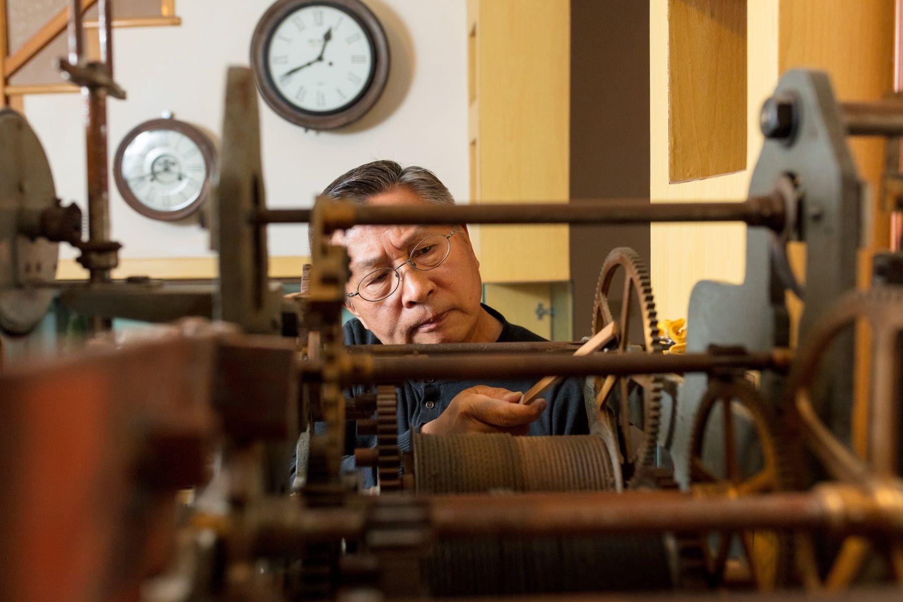 變身鐘錶醫生與畫家 前嘉裕西服總經理退休人生超精彩