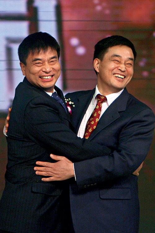 劉永好與二哥(右)不因分家而影響兄弟之情。