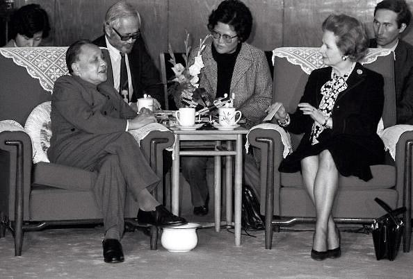中英兩國談判香港主權 移交問題。