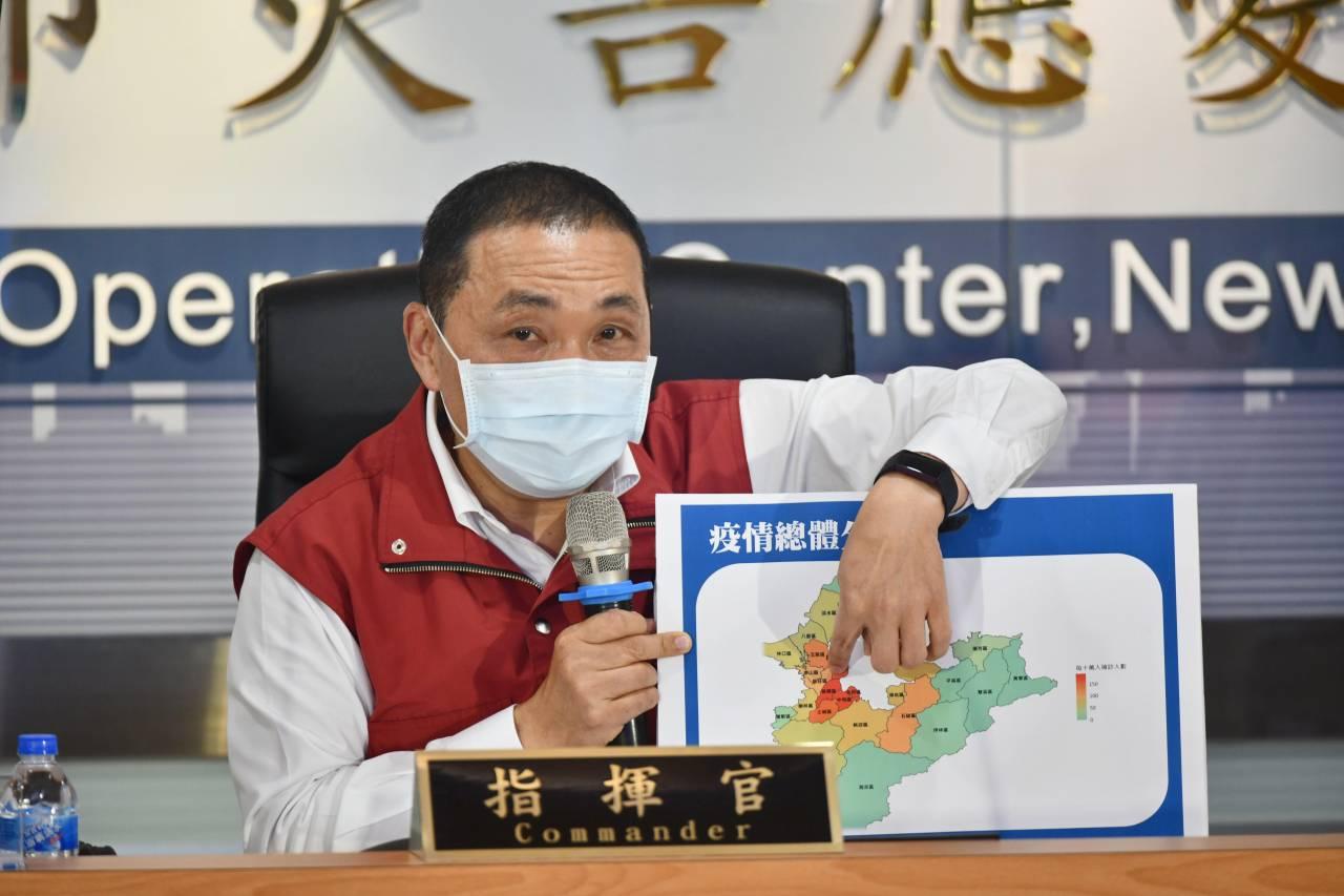侯友宜揭新北淪重災區「關鍵原因」 雖然這張圖顯示疫情正在「往下掉」,但有個數據讓他非常煩惱…