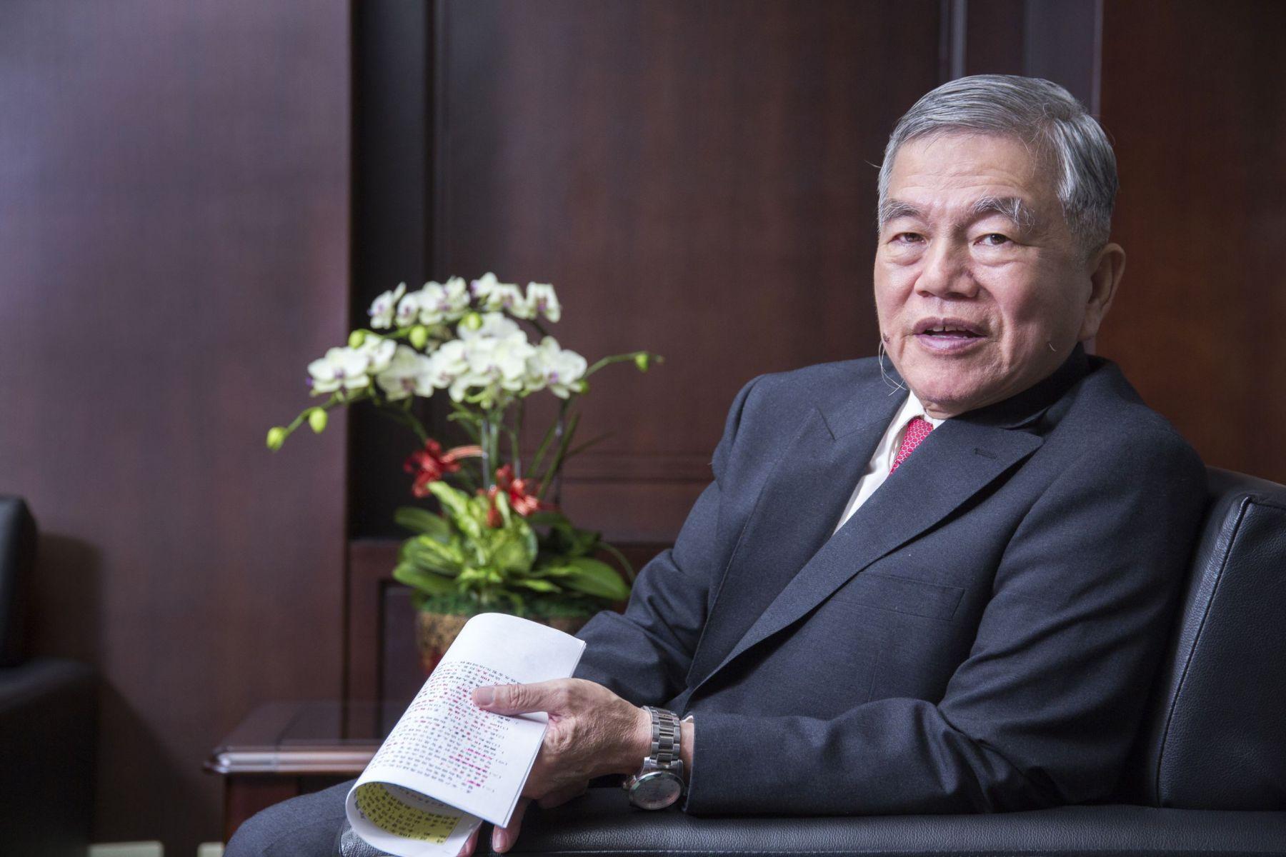 1通電話叩回48億投資!「歐吉桑部長」助攻 讓台灣在貿易戰中撿到槍