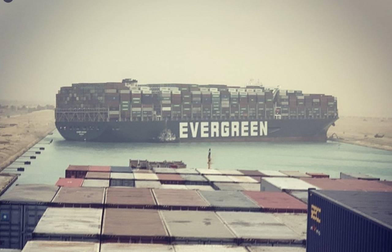 長榮貨櫃輪「卡住」蘇伊士運河! 國際貿易要道塞船 航運股的反應是…
