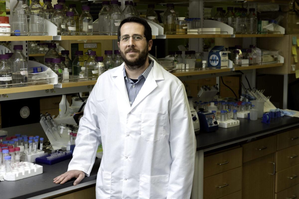 出身中下階層、家裡第一個大學生…這通電話讓他12年研究心血,成為新冠肺炎疫苗誕生關鍵!