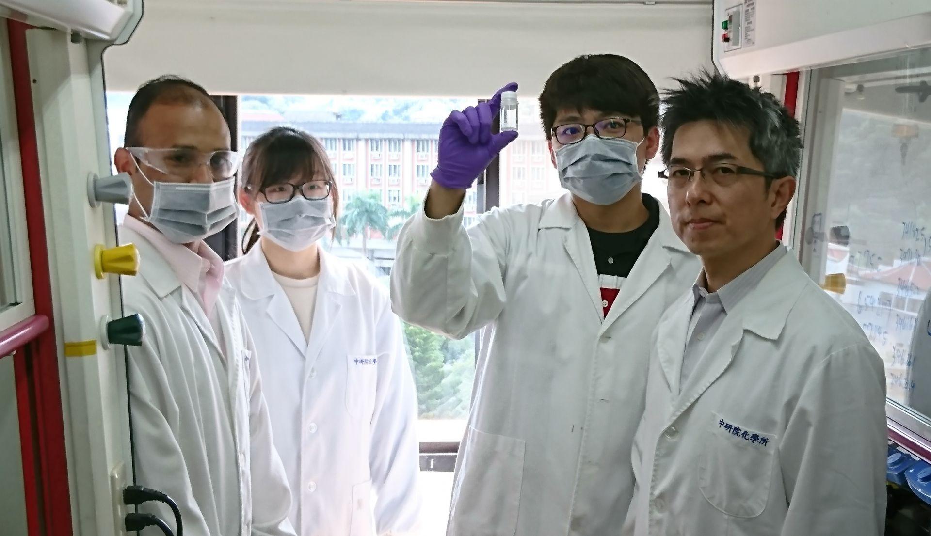2周合成純度97%武漢肺炎用藥 中研院7人團隊如何克服「2大關卡」展現台灣速度?