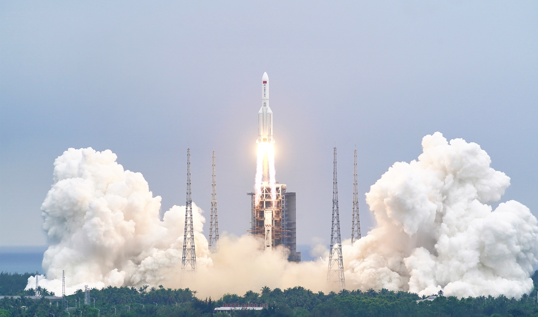 去年掉落砸中建築物,今年又來!中國長征五號火箭殘骸恐墜地球 估5/8重返大氣層「落點」難料…