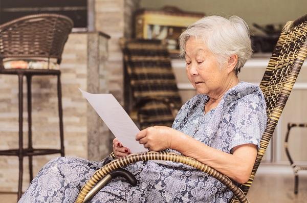 愛用明信片與外界溝通  日本百歲女作家活到老寫到老